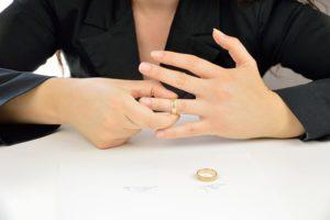 Filing for divorce image of women removing wedding ring